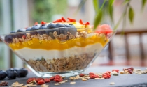 Clayton-Hotels-Vitality-Breakfast-granola-topped-with-yoghurt-and-fresh-fruits