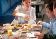family-enjoying-breakfast-at-Clayton-Hotel